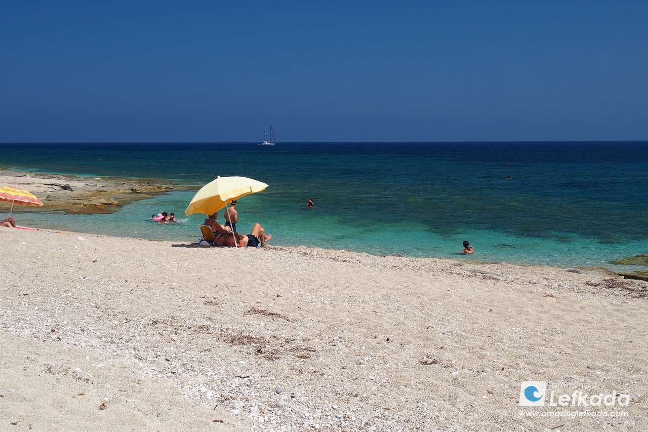 Enjoy the sun and sea at Gira beach